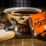 Piškotek - srček ob čaju