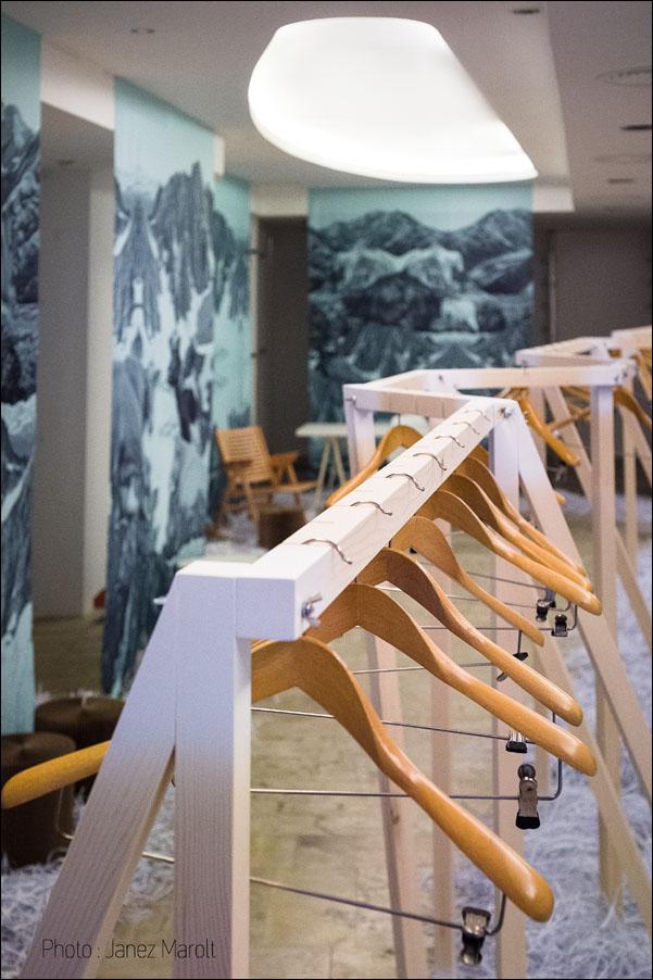 AKSL arhitekti - pop-up trgovina oblačil, Fotografija Janez Marolt