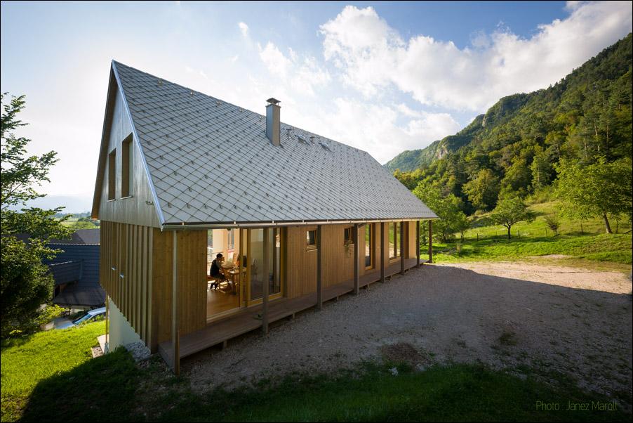 Hiša v Doslovčah - Kombinat arhitekti - iztek prostora skozi hišo