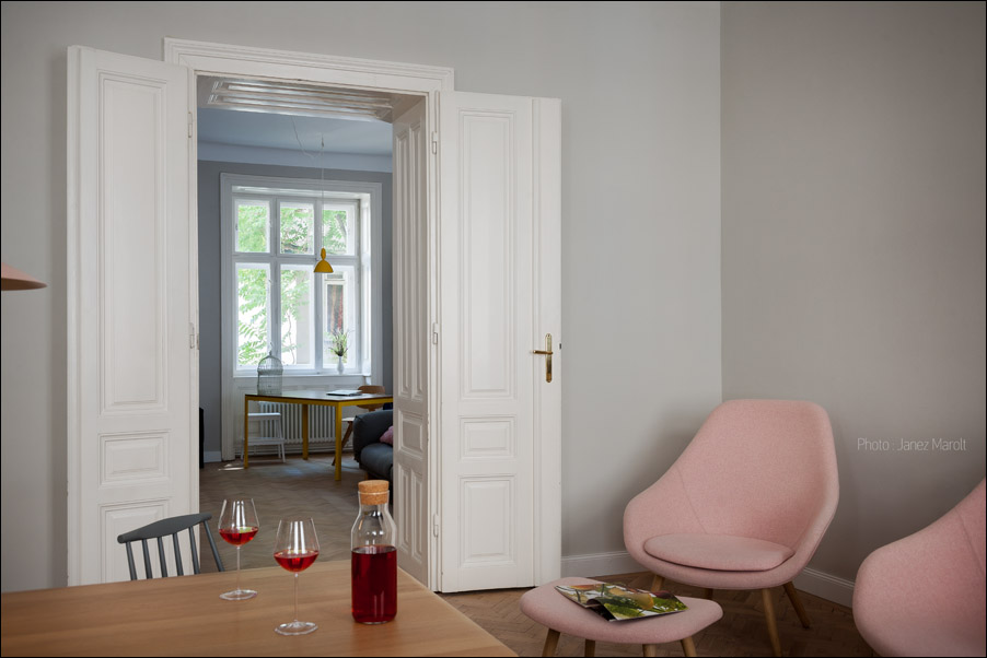 Kombinat arhitekti - stanovanje na Dunaju - pogled proti sobi