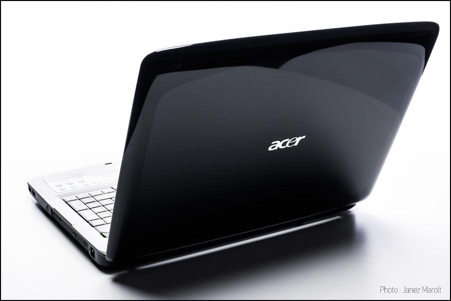 Produktna fotografija prenosnika Acer - Fotografiranje izdelkov v belini. Foto: Janez Marolt