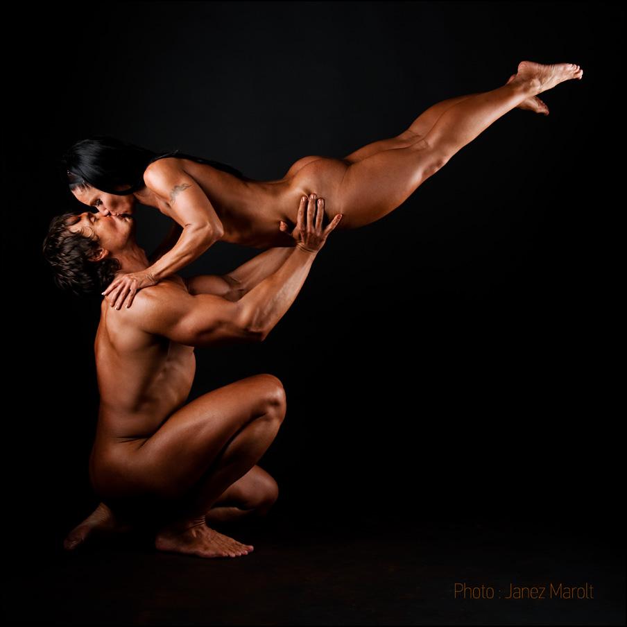 Poljub - bodybuilderski par - fitness fotografiranje