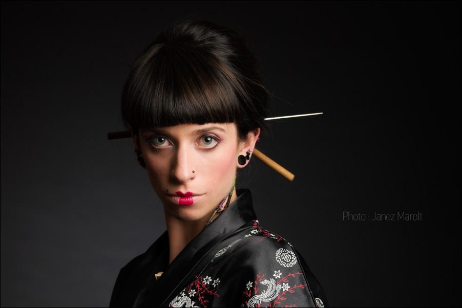 geisha_kimono_chopsticks_fashion_photo_Janez_Marolt__DSC1030_crop