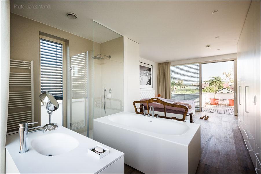 Demšar arhitekti - Hiša Caspar - spalnica s kopalnico