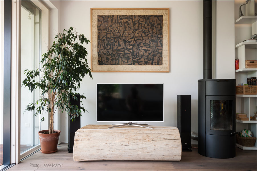 Demšar arhitekti - Hiša Caspar - mizica za televizijo