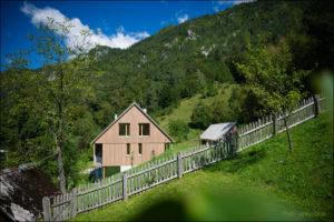 Hiša v Doslovčah - Kombinat arhitekti - s travnika