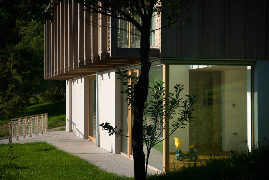 Hiša v Doslovčah - Kombinat arhitekti - gank
