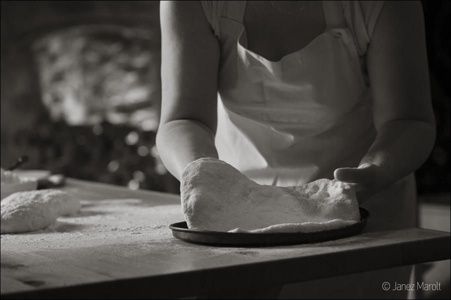 Hachapuri - priprava - Gruzijska restavracija Zlato Runo, fotografija hrane: Janez Marolt