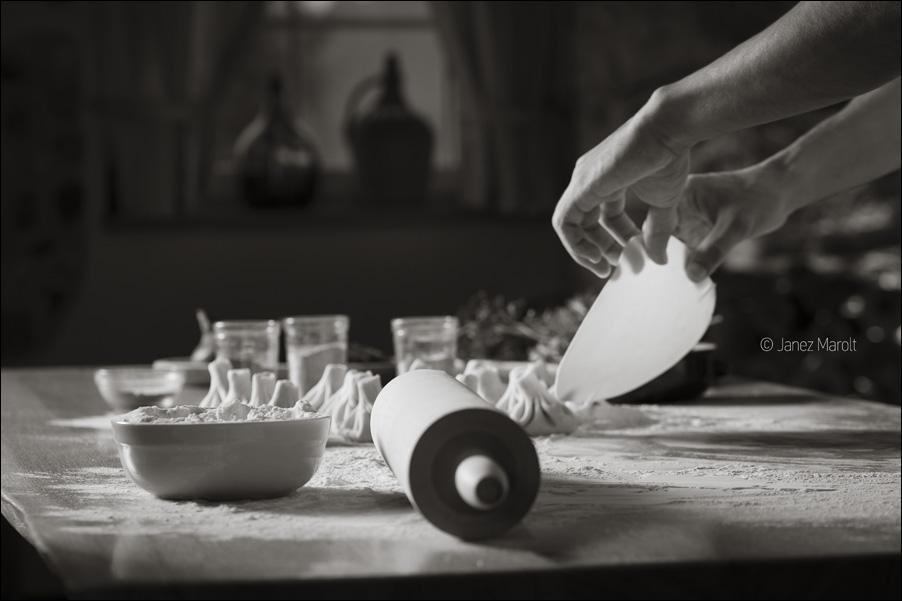 Hinkali - priprava - Gruzijska restavracija Zlato Runo, fotografija hrane: Janez Marolt