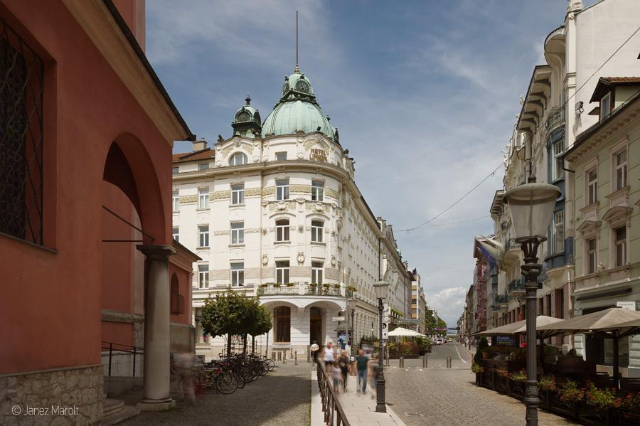Fotografiranje hotelov - Grand hotel Union s strani Prešernovega trga Profesionalni arhitekturni fotograf: Janez Marolt