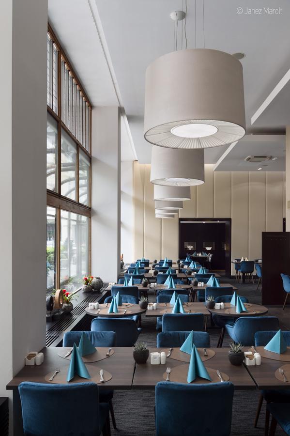 Fotografiranje hotelov - Grand hotel Union, pogrnjene mize v restavraciji