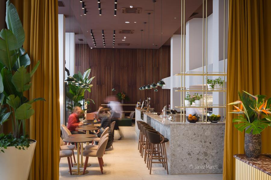 Fotografiranje hotelov - Hotel Lev, kavarna