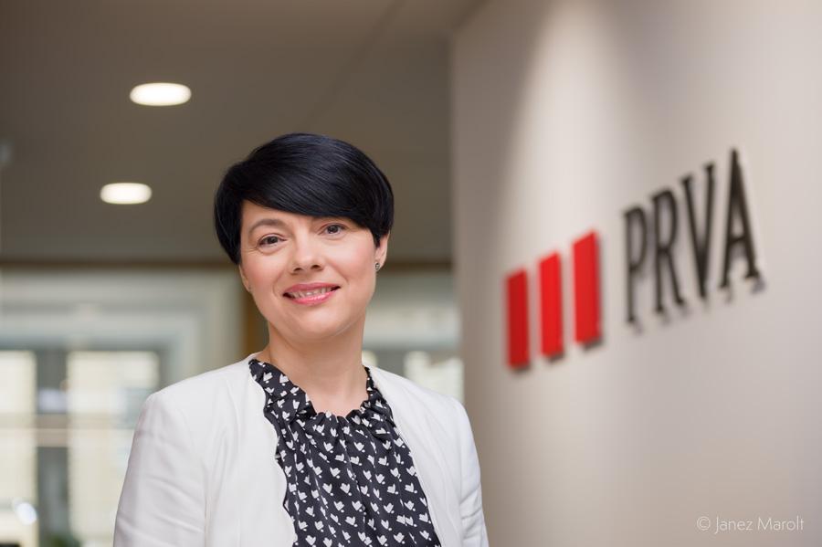 Poslovni portreti - portret z logotipom podjetja