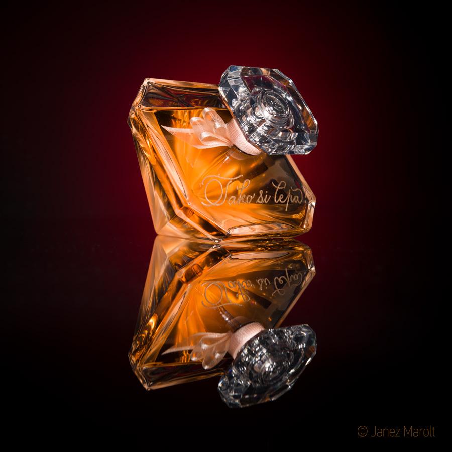 Image fotografiranje izdelkov - Studijska produktna fotografija parfuma u gravuro