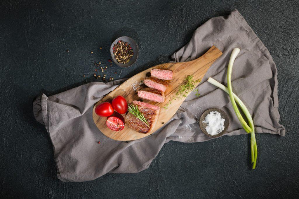 Medium-rare pečeno meso - image fotografiranje hrane: Janez Marolt